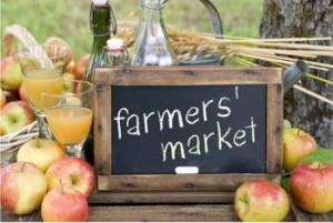 eat health at a farmers market